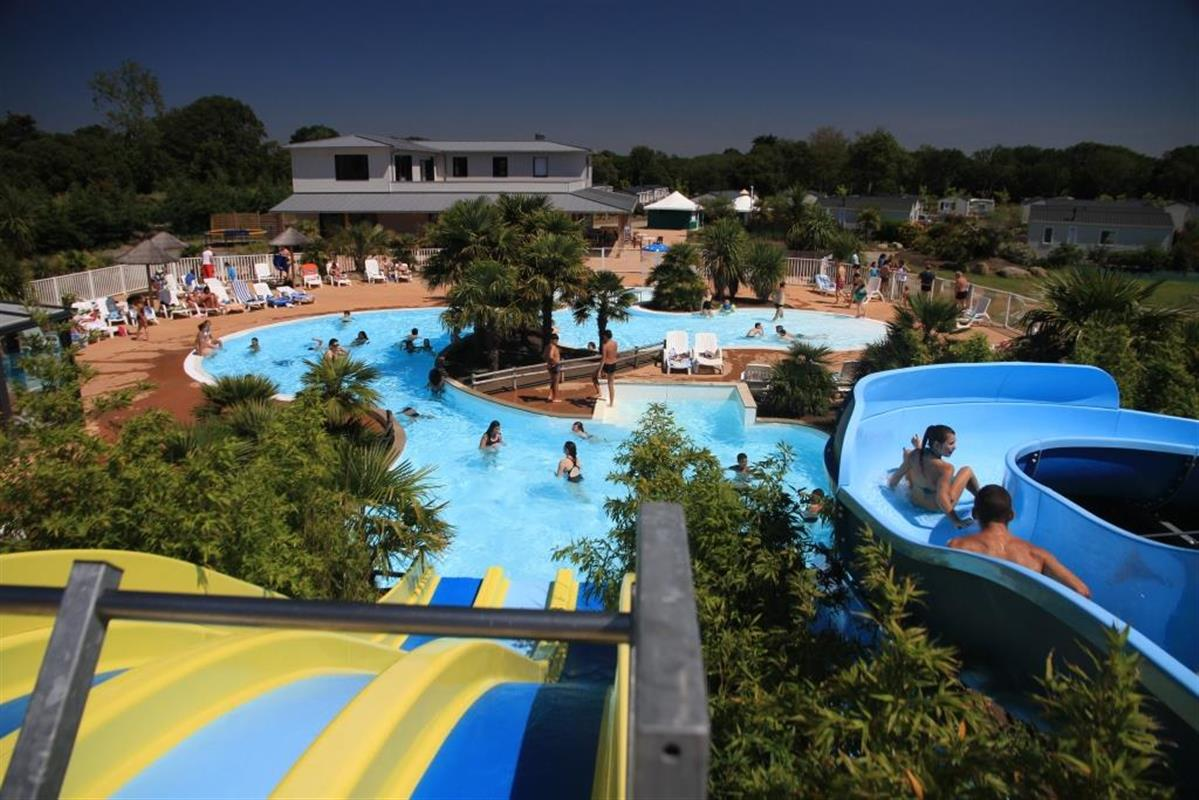 Piscine ext rieure chauff e camping avec espace for Camping perros guirec piscine